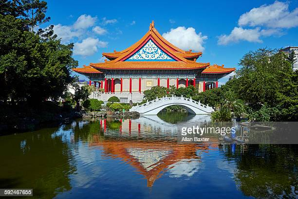 chinese bridge at the memrial hall park in taipei - taipei stock pictures, royalty-free photos & images