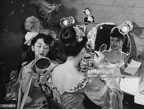 Chinese Chorus Girls Of The China Doll Restaurant In The Dressing Room In New York