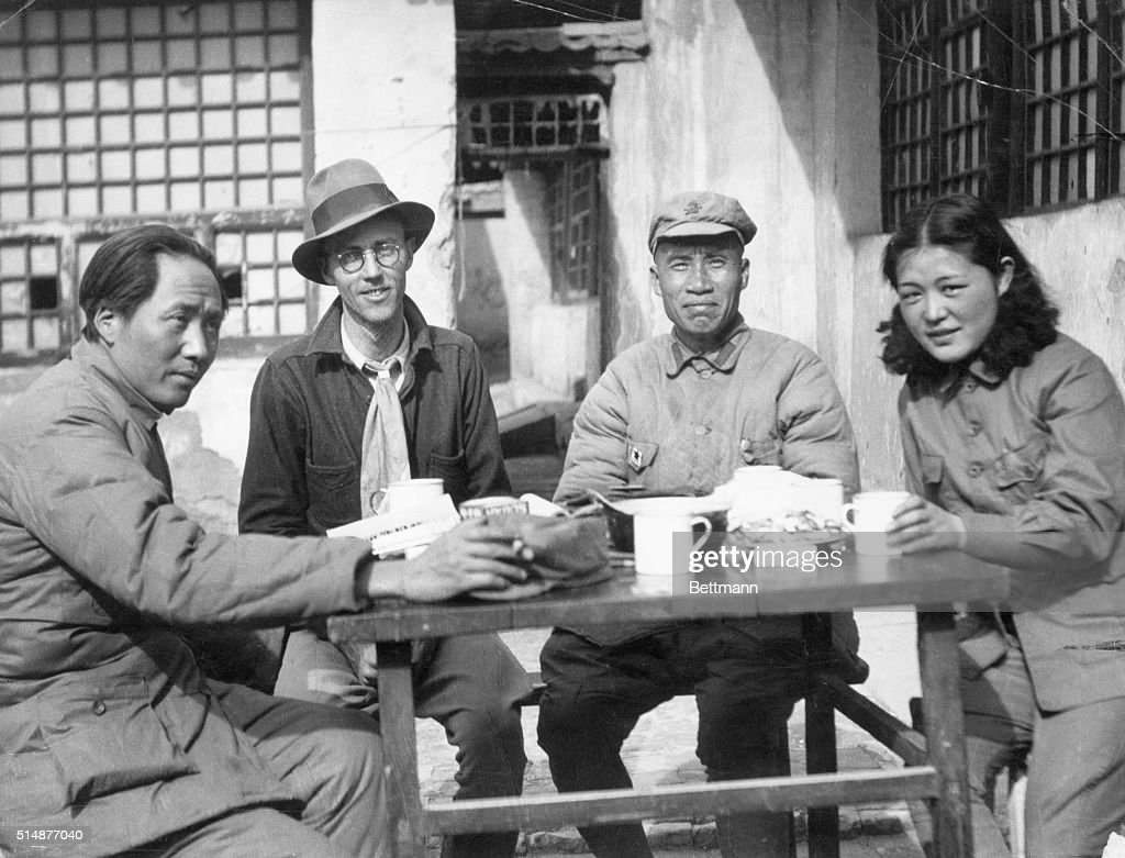 Mao Tse Tung, Wife, Others Seated At Tab : News Photo