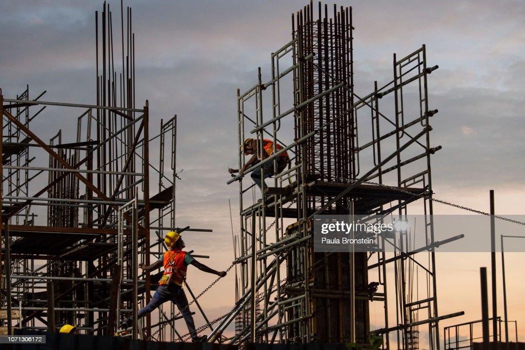 Sri Lanka Sees Economic Growth From Chinese Money : News Photo