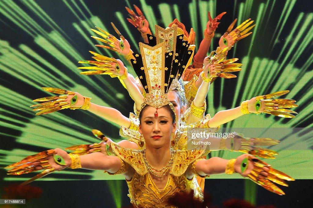Indians Celebrate The Chinese New Year : Nachrichtenfoto
