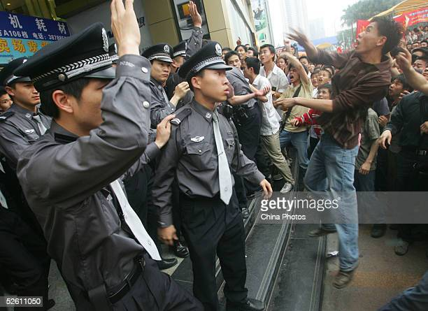 Chinese demonstrators attack a computer center which sells Japanese products during an antiJapanese rally on April 10 2005 in Guangzhou of Guangdong...