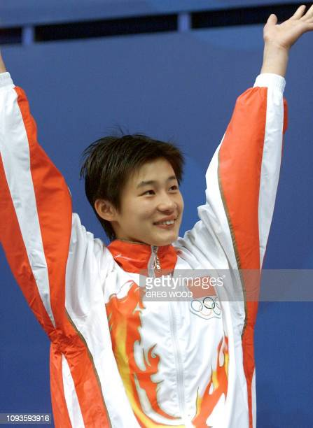 Chinese diver Li Na salutes the crowd on the 10m platform diving event podium 24 September 2000 at Sydney international Aquatic centre hosting the...