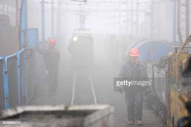 Chinese employees work during heavy fog in Huaibei in China's eastern Anhui province on January 17 2018 / AFP PHOTO / / China OUT