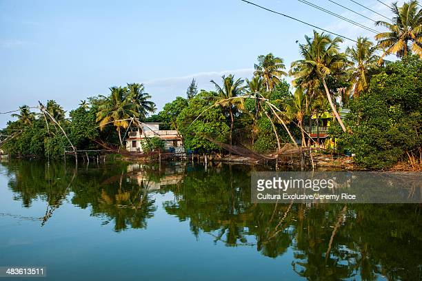 chinese fishing nets, kochi, kerala, india - kochi india stock pictures, royalty-free photos & images
