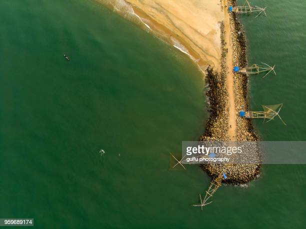 chinese fishing nets of kerala - kochi india stock pictures, royalty-free photos & images