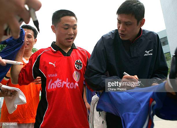 Chinese football star Fan Zhiyi signs his name for an inmate at Qingpu Prison on May 18 2005 in Shanghai China Fan visited the prison to play a...