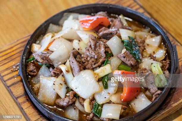 chinese fried beef with vegetables and onion - fuzhou stock pictures, royalty-free photos & images