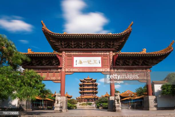 chinese gate on sunny day - wuhan photos et images de collection