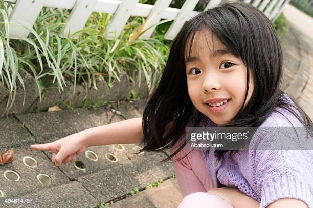 Menina chinesa e de caracol, Hong Kong, Ásia