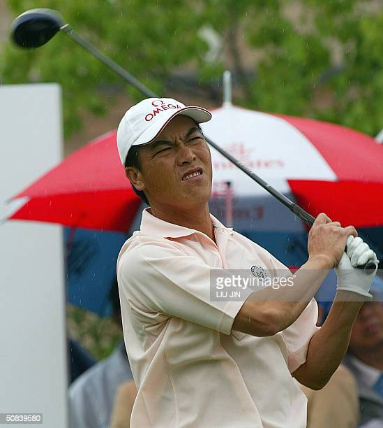 Chinese golfer Zhang Lian Wei tees off at the frist hole during the third round of the BMW Asian Open at the Tomson Shanghai Pudong Golf Club, 15 May...