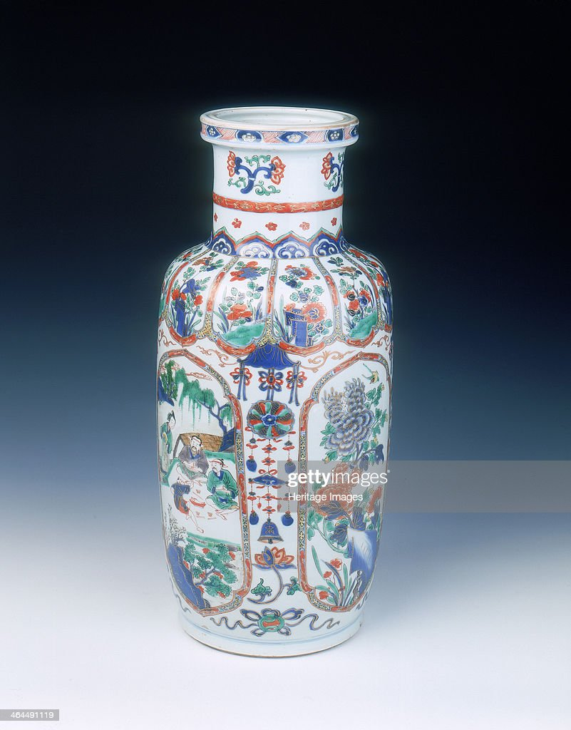 Chinese Imari rouleau vase, mid Kangxi period, Qing dynasty, China, 1683-1700. : News Photo