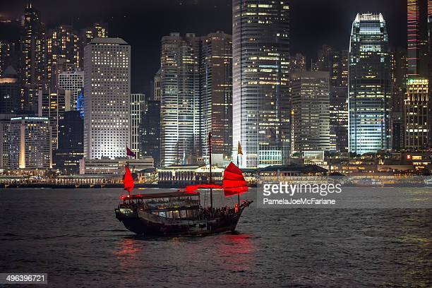 中国ジャンク船でのセーリング、ビクトリアハーバーの夜景