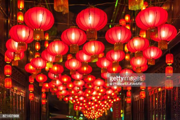 chinese lanterns - lantern ferstival in chengdu - chinese new year stock pictures, royalty-free photos & images