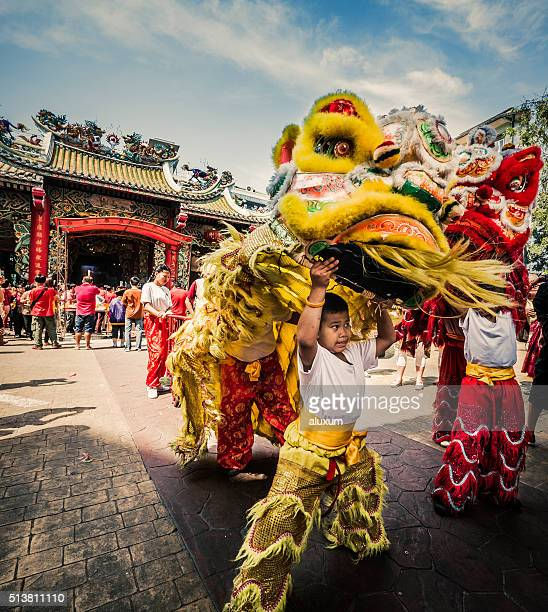 chinese lion dance new year chinatown bangkok thailand - chinese new year stock pictures, royalty-free photos & images