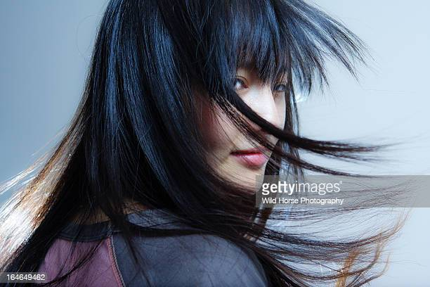 chinese long hair beauty in wind - zwart haar stockfoto's en -beelden