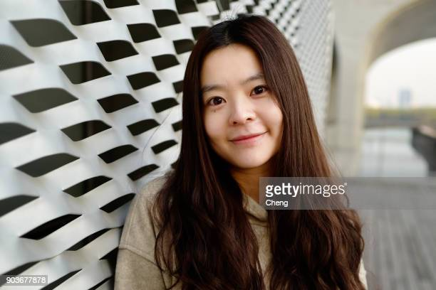 chinese lovely women - 若い女性一人 ストックフォトと画像