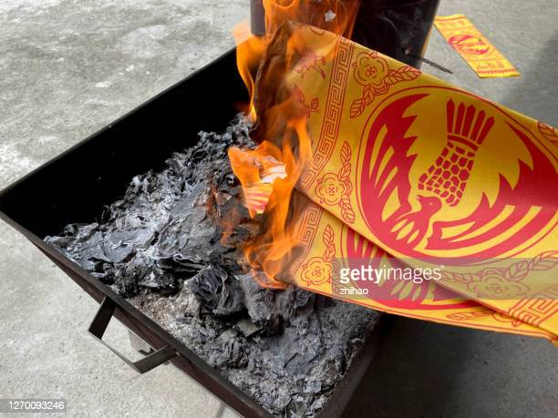 chinese lunar ghost festival burns money for ancestors. - fuzhou stock pictures, royalty-free photos & images