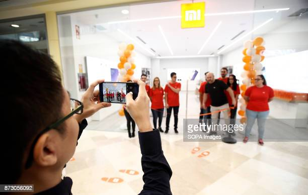 Chinese man seen picturing the Xiaomi store just before the official opening The company Xiaomi inaugurates its first store in Spain Spain is the...