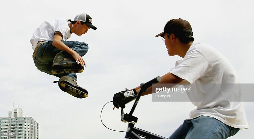 A Chinese man (L) takes part in an Extreme Sports Game on July 2, 2005 in Beijing, China. Local authorities are gearing up to promote sporting activities in the city as the 2008 Beijing Olympics is approaching.
