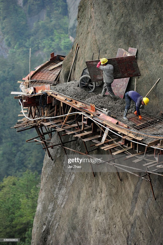 Building road in the sky : News Photo