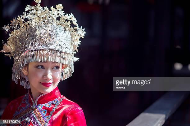 miao étnico chinês - coroa enfeite para cabeça - fotografias e filmes do acervo