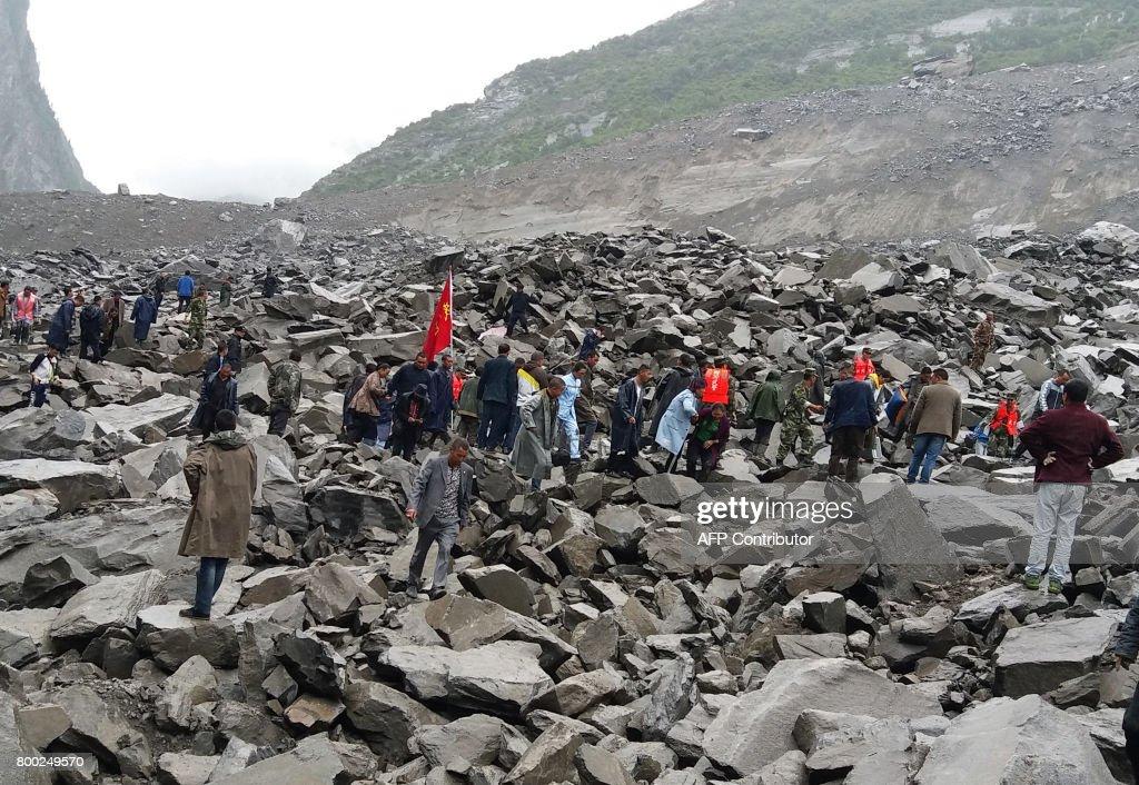 CORRECTION-CHINA-DISASTER-LANDSLIDE : News Photo