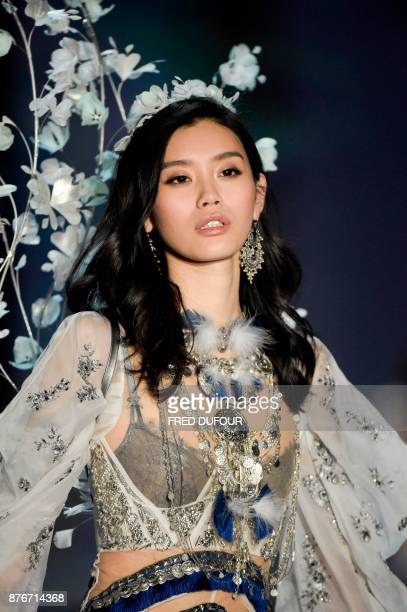 Chinese model Ming Xi presents a creation during the 2017 Victoria's Secret Fashion Show in Shanghai on November 20 2017 / AFP PHOTO / FRED DUFOUR /...