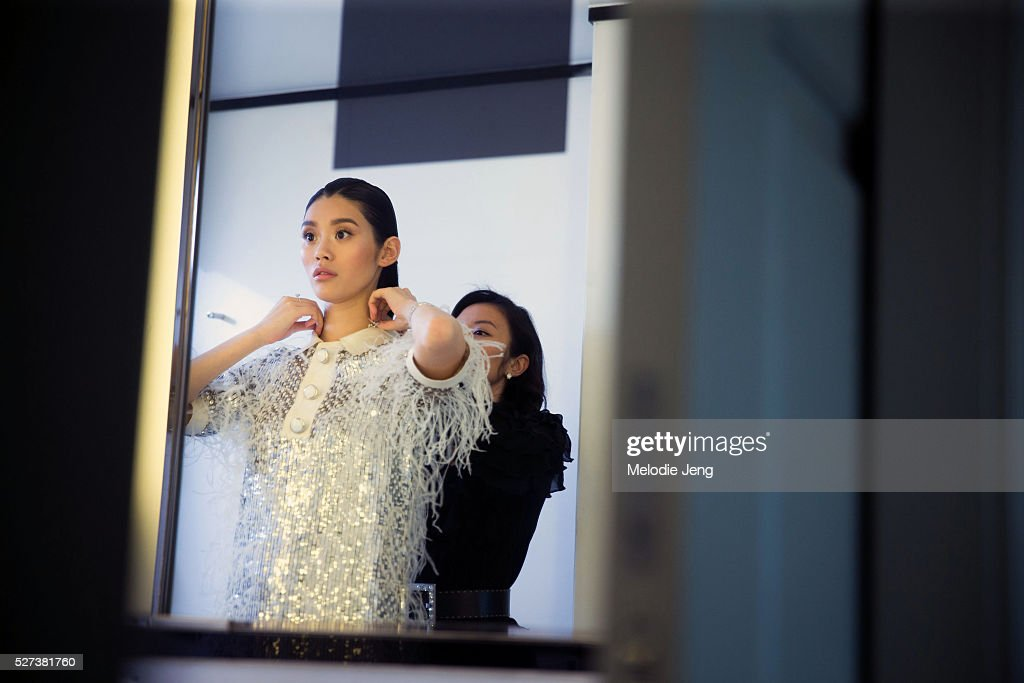 """NY: Ming Xi Dresses In Michael Kors For The """"Manus x Machina: Fashion In An Age Of Technology"""" Costume Institute Gala"""