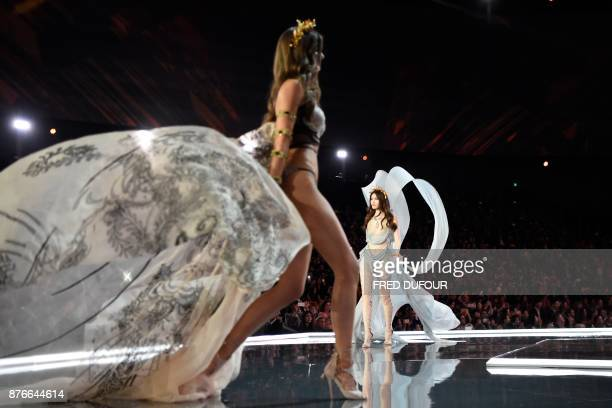 TOPSHOT Chinese model Sui He presents a creation during the 2017 Victoria's Secret Fashion Show in Shanghai on November 20 2017 / AFP PHOTO / Fred...