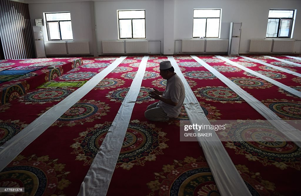 A Chinese Muslim offers prayers on the first day of Ramadan, the Muslim holy month, at a mosque in Beijing on June 18, 2015. China has banned civil servants, students and teachers in its mainly Muslim Xinjiang region from fasting during Ramadan and ordered restaurants to stay open, official websites showed as the holy month began on June 18.