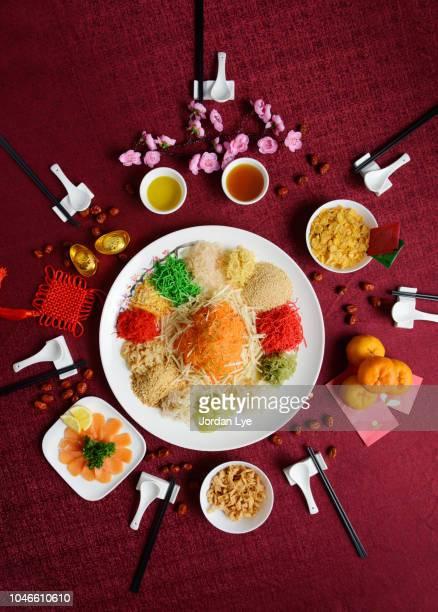 chinese new year dish - yee sang - コース料理 ストックフォトと画像