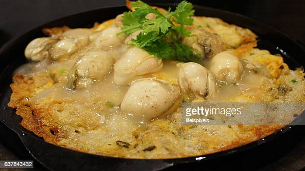 chinese oyster omelet - lifeispixels stock pictures, royalty-free photos & images
