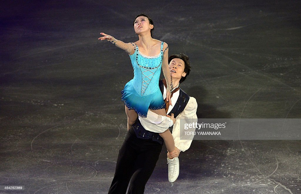 Chinese pair Pand Qing (L) and Tong Jian (R) perform during the gala exhibition in the ISU figure skating Grand Prix Final in Fukuoka, western Japan, on December 8, 2013. AFP PHOTO/Toru YAMANAKA