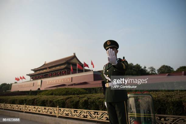 Chinese paramilitary stands near Tiananmen square during the Communist Party's 19th Congress in Beijing on October 22, 2017. / AFP PHOTO / Nicolas...