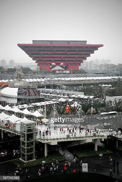 chinese pavilion at the shanghai world expo 2010 - paviljoen stockfoto's en -beelden