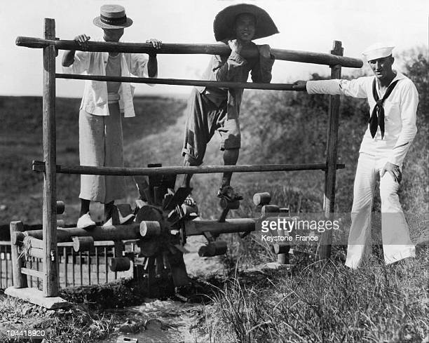 Chinese Peasants And A Sailor Activating An Irrigation Pump In The Changsha Region In China Around 19301939