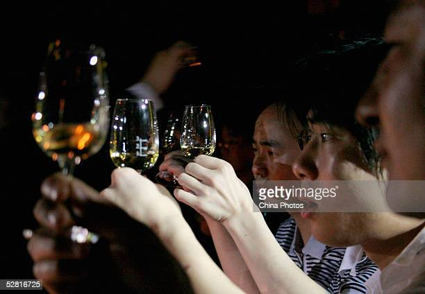 Chinese people taste whisky at the Johnnie Walker Black Label Tasting Party on May 12 2005 in Chengdu of Sichuan Province China Johnnie Walker is...