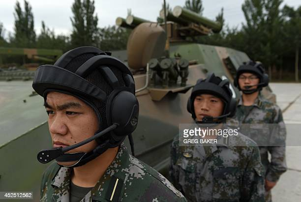 Les F.A.R et le maintien de la paix au monde - Page 26 Chinese-peoples-liberation-army-cadets-wait-beside-a-t89-antitank-picture-id452512562?s=612x612