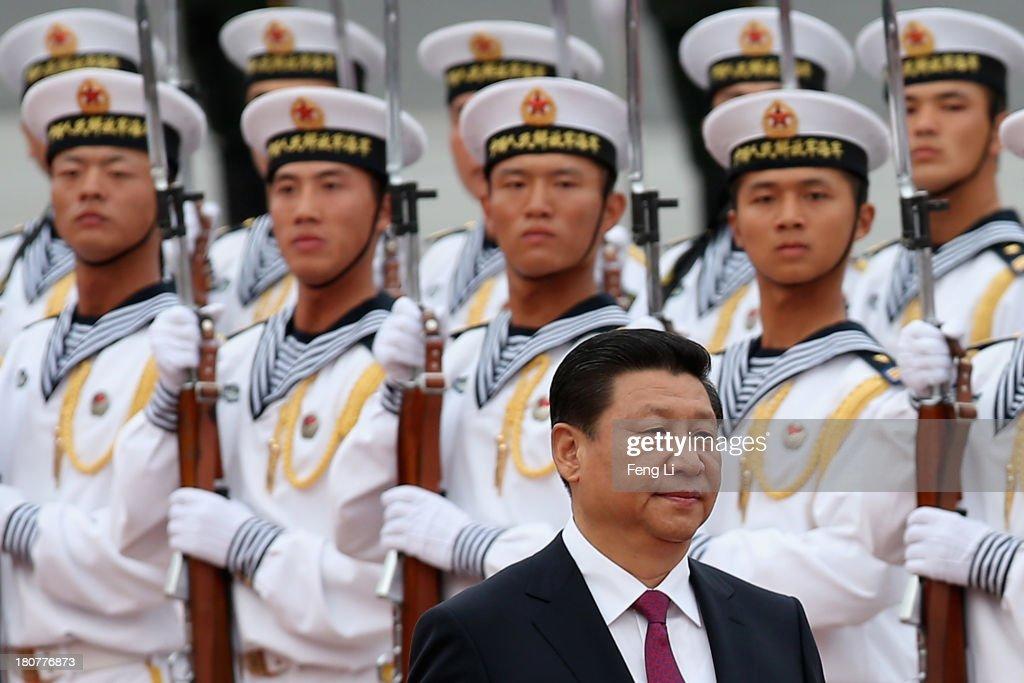 The King of Bahrain Hamad bin Isa Al Khalifa Visits China : News Photo