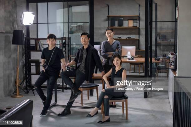 chinese photographers in studio - 集合写真 ストックフォトと画像