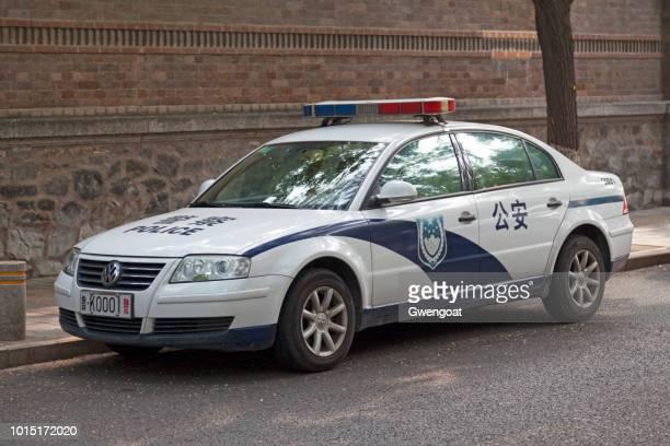 chinese police car - gwengoat imagens e fotografias de stock