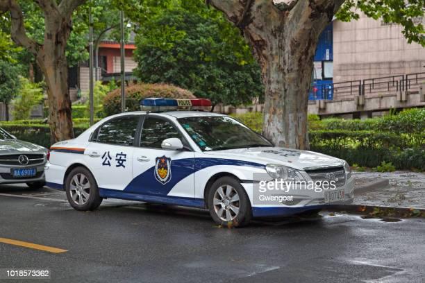 voiture de police chinois - gwengoat photos et images de collection
