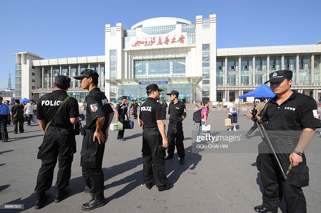 Chinese police maintain security as pass : Fotografia de notícias
