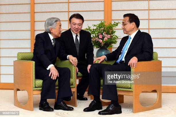 Chinese Premier Li Keqiang and Emperor Akihito talk during their meeting at the Imperial Palace on May 10 2018 in Tokyo Japan