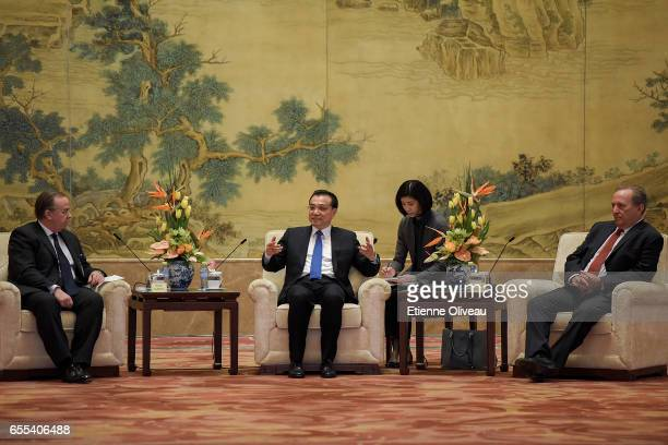 Chinese Premier Li Keqiang CEO of HSBC Stuart Gulliver and Former US Treasury secretary Lawrence Summers attend the meeting with Global 500...