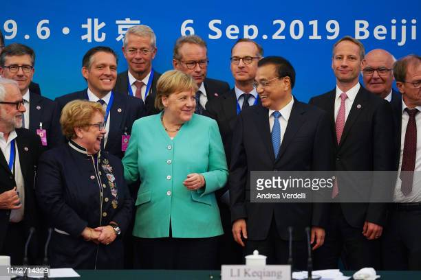 Chinese Premier Li Keqiang , Chancellor of Germany Angela Merkel and other attendees prepare to take a group photo after the Round Table of the...