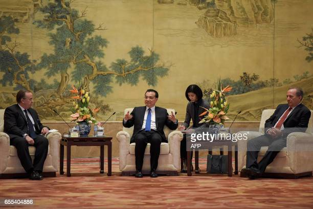 Chinese Premier Li Keqiang HSBC CEO Stuart Gulliver and former US Treasury secretary Lawrence Summers attend a meeting with Global 500 enterprises'...