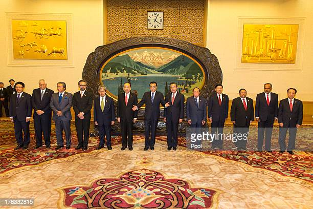 Chinese Premier Li Keqiang is flanked by ASEAN foreign ministers Vietnam's Foreign Minister Pham Binh Minh Philippines's Foreign Minister Albert del...