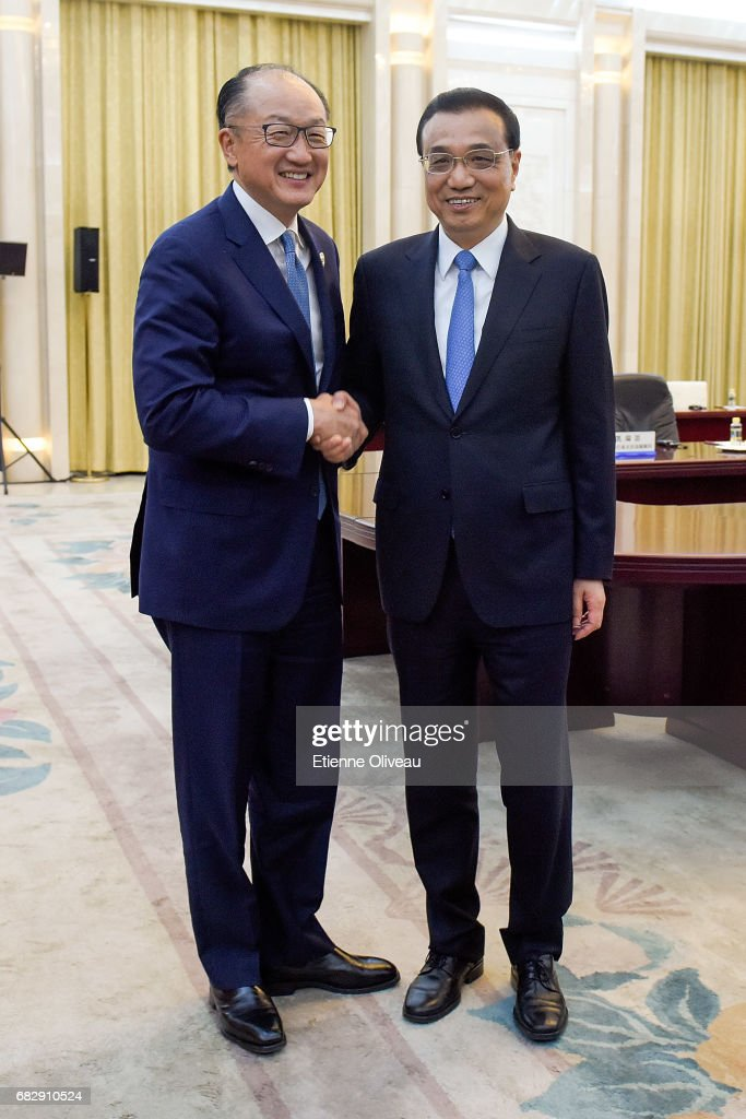 Chinese Premier Li Keqiang (R) meets World Bank Group President Jim Yong Kim (L) at the Great Hall of the People on May 14, 2017 in Beijing, China.